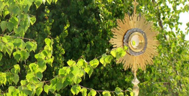 boze-cialo-komentarz-liturgiczny-622x421